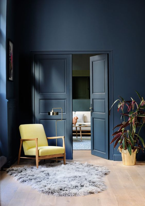 Farrow & Ball Hague Blue : https://www.pinterest.com.au/nicolebrink1/walls/